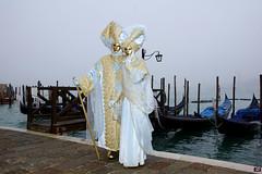 QUINTESSENZA VENEZIANA 2019 740 (aittouarsalain) Tags: venise venezia carnevale carnaval masque costume brouillard gondole gondola