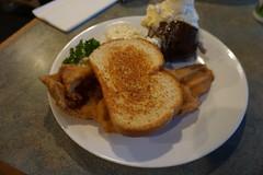 Toast and Razor Clams (kevincrumbs) Tags: longbeach doogers doogersseafoodandgrill food toast texastoast bread clam razorclam