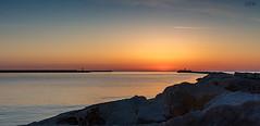 L'orizzonte all'alba (Luomo di Monaco) Tags: mare alba cielo abruzzo ortona nikon d3400
