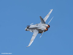 Getafe Airshow 2019 (Ejército del Aire Ministerio de Defensa España) Tags: avión aviación militar aviation military cielo azul vuelo flight caza fighter jet airshow aerobatic airbase baseaérea getafe ala12 f18 mcdonnelldouglas hornet