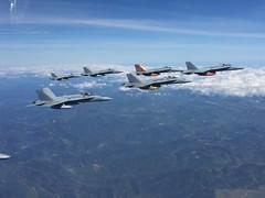 Los F-18 del Ala 15 parten hacia el Tiger Meet (Ejército del Aire Ministerio de Defensa España) Tags: vuelo flight tigre f18 mcdonnelldouglasf18hornet hornet ala15 ntm ntm19 ntm2019 nato tiger meet baseaérea zaragoza airbase cielo azul nubes clouds ejércitodelaire fuerzaaérea españa avión plane caza fighter airforce pilot jet