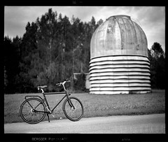 Season starting (tsiklonaut) Tags: pentax 67 6x7 film analog analogue analogica analoog 120 roll medium format bergger pancro 400 kodak d76 tõravere tartu observatoorium observatory telescope dome brik brut premium brooks b67 shaft drive bicycle kardaaniveoga jalgratas kardaanivedu bw black white negro y blanco cycle travel discover experience eesti estonia estonian drum scan drumscan scanner pmt photomultiplier tube bike grass tree bokeh dof sügavusväli