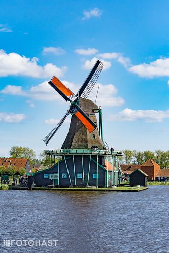 De molen waarvoor de tourist komt