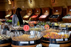 Candy Store (Joe Shlabotnik) Tags: 2019 italia venezia april2019 italy venice afsdxvrzoomnikkor18105mmf3556ged