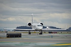 1999 Gulfstream G-IV N616RR c/n 1368 at San Francisco Airport 2019. (17crossfeed) Tags: gulfstream g4 g5 n616rr 1368 sfo sanfranciscoairport airport aviation aircraft airplane pilot planes planespotting plane 17crossfeed claytoneddy landing tower takeoff taxi transportation learjet