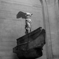 Museé du Louvre (mireiatarres) Tags: escultura esculpture art museo museum louvre bw arte