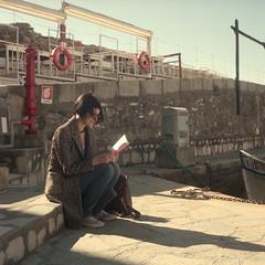 Reader (IG: Ceche_Analogico) Tags: yashicamat124g fujifilm proh400 color 120 film120 tlr 6x6 film filmisnotdead analog analogphotography street streetphotography camogli italy genova sunset light book