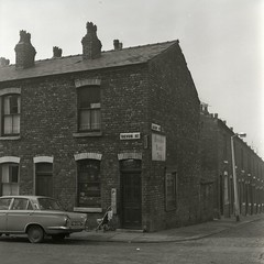 1971-0127 (archivesplus) Tags: fordcortina manchester devonst roystreet atleeway brookebondteasign cornershop trobinson
