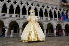 QUINTESSENZA VENEZIANA 2019 752 (aittouarsalain) Tags: venise venezia carnevale carnaval costume masque palazzoduccale reine