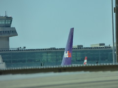 Barcelona Airport - FedEx (ell brown) Tags: barcelona catalonia catalunya spain españa barcelona–elpratjoseptarradellasairport barcelonaairport barcelonaelpratairport bcn aena aeropuertodebarcelona terminal2b coach plane fedex airtrafficcontroltower
