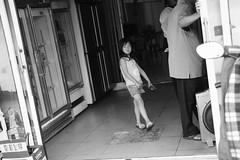 (冰冷熱帶魚) Tags: fujifilm xpro2 xf35mm digital street snap streetphoto taiwan tainan urban monochrome bw