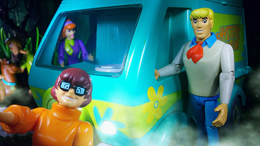 Pictures search query daphne blake from top