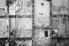 Fate (Tom Levold (www.levold.de/photosphere)) Tags: fuji posen poznan xpro2 xf18135mm sw architektur bw architecture demolition building gebäude abriss