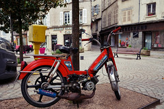 Stay tuned (Zeigen_was) Tags: sony sonyalpha sonyalpha6000 alpha6000 travel france frankreich francia streetphotography street peugeout mofa motocyclette moped doppler tailpipe tuning tulle limousin