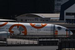 Itami Airport 2019.5.22 (18) JA789A / BB-8 ANA JET (B777-300ER) (double-h) Tags: d500 afpnikkor70300mmf4556eedvr rjoo itm osakaairport itamiairport 大阪空港 伊丹空港 airplane 飛行機 展望デッキ observationdeck ja789a ana 全日空 b777 b777300 b777300er specialpainting 特別塗装 bb8 starwars スターウォーズ スター・ウォーズ