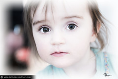 "14h05 (Mathieu Muller) Tags: portrait shallow dof ""depth field"" focus flou blur blurry bokeh kid child children enfant yeux eyes regard mathieumuller wwwmathieumullercom"