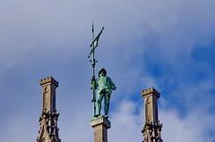 11 - Munich Mai 2019 - Marienplatz, l'Hôtel de Ville (paspog) Tags: munich mai may 2019 allemagne germany deutschland hôteldeville sculpture statue bronze