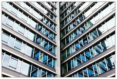 Reflektion | reflection (frodul) Tags: architektur ausenansicht detail diagonale fassade fenster gebäudekomplex gebäude gestaltung glasfassade konstruktion linie outdoor reflection reflektion spiegelung symmetrie verglasung verwaltungsgebäude mainz blau ministerium rheinlandpfalz deutschland