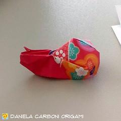 """""""Chiocciola """"  Modello creato nel 2017. Carta da origami bicolore decorata, lato 7,5cm.  ------------------------------------------- """"Snail"""" Model created in 2017. Double side colored kami, 7,5cm edge.  #origami #cartapiegata #paperfolding #papiroflexia (Nocciola_) Tags: chiocciola paperart cartapiegata createdandfolded papiroflexia paperfolding originaldesign danielacarboniorigami paper snail origami"""