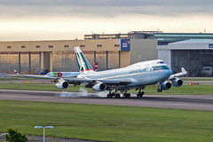 B-HUG, Boeing 747-467 of Cathay Pacific. (David James Clelford Photography) Tags: bhug boeing747467 cathaypacific 747 747400 boeing747 boeing aircraft airplane airliner airport aeroplane aviation civilaviation egll lhr londonheathrowairport