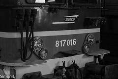 Noir et Blanc sur la 17016 (bb_17002) Tags: station gare véhicule extérieur route chemin de fer locomotive nuit horizon crépuscule voiture ville bb17000 sncf transilien paris