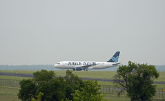 Berlin SXF 22.5.2019 Aigle Azur A-320 (rieblinga) Tags: berlin sxf 2252019 aigle azur airbus a320 ankunft schönefeld