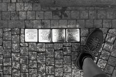 Z R H K (Atreides59) Tags: prague praha républiquetchèque czechrepublic pied foot pieds feet urban urbain street black white bw blackandwhite noiretblanc nb pentax k30 k 30 pentaxart histoire history atreides atreides59 cedriclafrance