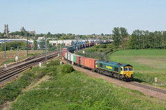 66542 Ely 15/05/19 - The third visit to this location finally provided a full loaded freightliner. 66542 does the honours in charge of the 4L87 Leeds to Felixstowe regular. Note GBRf's 66768 waiting in the goods loop for the path towards Cambridge. (rhayward92) Tags: class 66 freightliner ely 66542 4l87