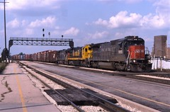 Southbound at Joliet (ujka4) Tags: cottonbelt ssw southernpacific sp joliet illinois il b408 8083 spcsl