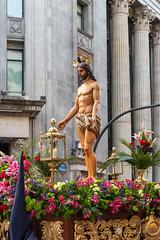 Nuestro Padre Jesús del Amor (Juan Ig. Llana) Tags: bilbao bizkaia euskadi españa es semanasanta procesióndelaesperanza jesús dios imagen escultura religión flores farol fachada columnas