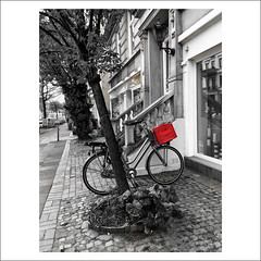 redbox (j.p.yef) Tags: peterfey jpyef yef street germany hamburgbicycle redbox house old trees monochrome selectivecolor bw sw photomanipulation iphone