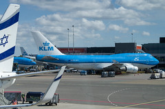 IMGP8935_PH-BFV_AMS (ClydeSights) Tags: vancouvercityofvancouver 744 747406mcombi ams airport amsterdamschipholairport b744 boeing boeing747400 eham klmroyaldutchairlines phbfv skyteam cn24860