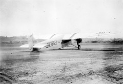 First Ford Trimotor (3114) to land at Ryan Field, 1928 (San Diego Air & Space Museum Archives) Tags: nc3114 c3114 3114 cn4at7 4at7 madduxairlines maddux twa aviation aircraft airplane airlines airliners stoutmetalairplanecompany stout ford ford4atatrimotor ford4ata fordtrimotor trimotor tingoose wrightaeronautical wright wrightj4whirlwind wrightj4 wrightwhirlwind