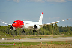 LN-LNC (Skidmarks_1) Tags: lnlnc norwegianlonghaul boeing787 engm norway osl oslogardermoenairport aviation aircraft airport airliners