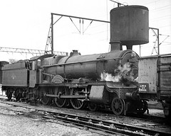 Crewe, Gresty Lane, 6831 Bearley Grange (Garter Blue) Tags: crewe grestylane gwr grange 6831 bearleygrange engine shed steam 1960s film blackandwhite bw monochrome