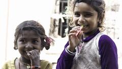 Nice smile in the sunshine. (Renate Bomm) Tags: renatebomm sonyilce6000 indien girls portrait mädchen smile lachen fe 70300mm
