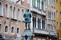 Carlo Goldoni (Joe Shlabotnik) Tags: venice bronze italy 2019 april2019 venezia italia statue afsdxvrzoomnikkor18105mmf3556ged