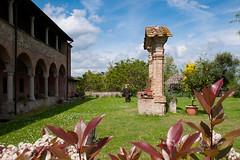 """L'antico Chiostro dell'Abbazia con Fraticello (fabrizio_buoso) Tags: """"nikonflickraward"""" nikonclubit monteveglio bologna abbazie abbazia abbaye chiostri chiostro"""