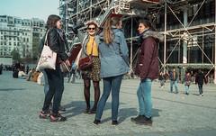 Avril Cinestill (kyopé) Tags: cinestill street canonetql17 canonet girls femmes fille youth centregeorgepompidou paris streetphotography streetphotographie photoderue groupe analog filmcamera film argentique