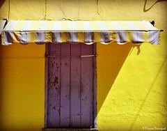 Fenêtre à auvent bleu et jaune (bleumarie (sans connexion jusqu'au 22/06)) Tags: 4mai2019 côteméditerranéenne côterocheuse mai2019 mariebousquet nikond90 printemps2019 suddelafrance bleumarie catalogne cerbère languedocroussillon littoral méditerranée méridional nikon occitanie printemps pyrénéesorientales roussillon sud village bleu jaune bleuetjaune fenêtre maison demeure habitation volet vieuxvolet bois auvent toile store storedéroulant ombre ombreetlumière