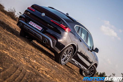2019-BMW-X4-16