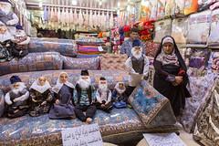 Poupées (hubertguyon) Tags: iran perse persia asie asia moyen proche orient middle east ville city rafsanjan bazar bazaar marché market