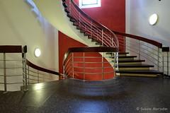 Nach oben und nach unten (Sockenhummel) Tags: treppe treppenhaus fuji xt10 staircase stairway stairwell stiars geländer architektur architecture escaliers stufen steps