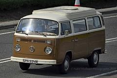 "Classics : Volkswagen Combi T2 ou ""Bay Window"" 1967 – 1979 (Nabil Molinari Photography) Tags: classics volkswagen combi t2 ou baywindow 1967 – 1979"