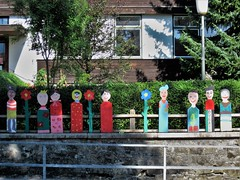 In front of a kindergarten (Hannelore_B) Tags: zaun fence fancyfence