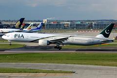 Pakistan International Airlines | Boeing 777-300ER | AP-BHW | London Heathrow (Dennis HKG) Tags: pia pk pakistan pakistaninternationalairlines international airlines boeing 777300er apbhv london heathrow canon 7d 100400 egll lhr 777 777300 boeing777 boeing777300 boeing777300er apbhw