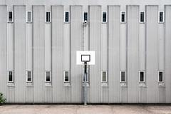 Basket (genf) Tags: basket terrein terrain sport sports basketball grey gray grijs pi bijlmerbajes outdoor buiten gevangenis prison penitentiaireinrichting sony a99ii sigma 24105