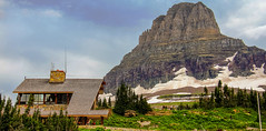 Visitor Center at Logan Pass, Glacier National Park, Montana (lhboudreau) Tags: glaciernationalpark montana glacier nationalpark park loganpass continentaldivide rockies rockymountains mountains mountain outdoor outdoors landscape snow sky building visitorcenter tree trees people