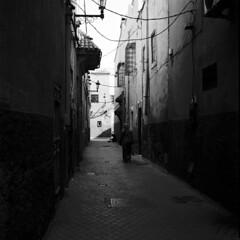 Marrakech 2019, 007 (haribote) Tags: planar tmax carlzeiss hasselblad cityscape 400tmy 503cw cf80mmf28 kodak mechouarkasbah マラケシュ=タンシフ モロッコ