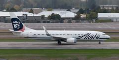 B737 | N566AS | PDX | 20111006 (Wally.H) Tags: boeing 737 boeing737 b737 n566as alaskaairlines pdx kpdx portland airport